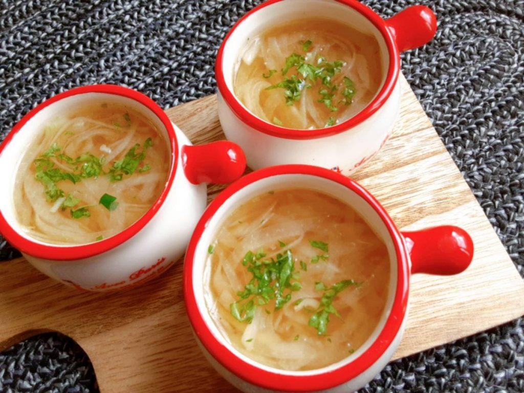 玉ねぎコンソメスープ(写真1)