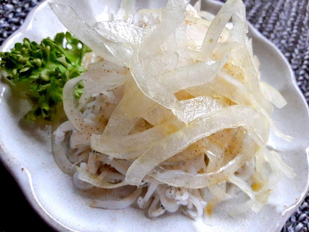 玉ねぎしらすのサラダ写真1