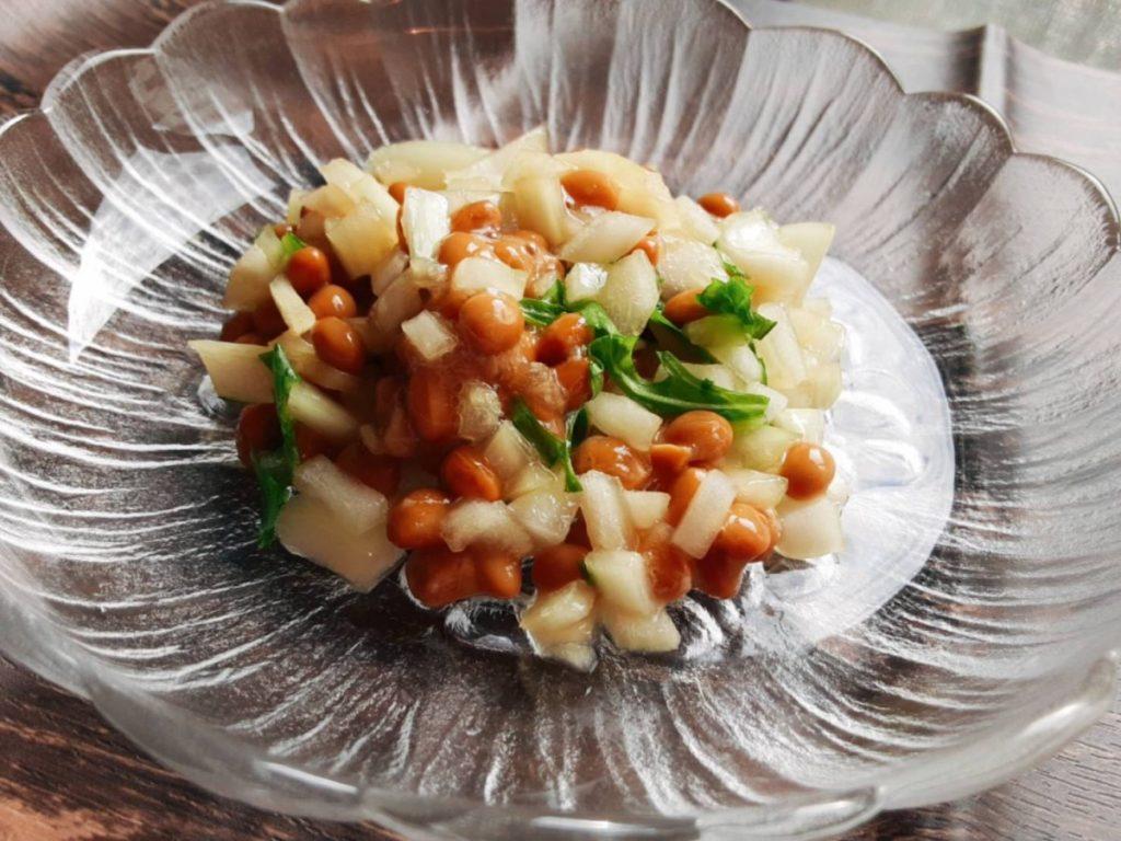 玉ねぎと大葉の納豆あえ(写真1)